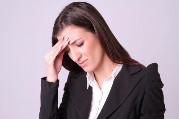 ストレスを抱える女性の写真