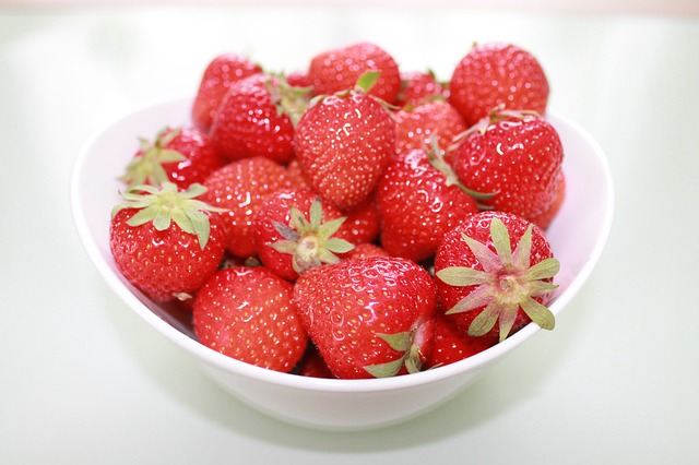 strawberries-278544_640