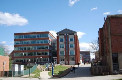 大学全入時代と就職難の関係性とFランク大学の増加