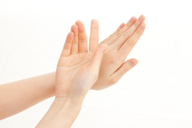 『手』への美白対策